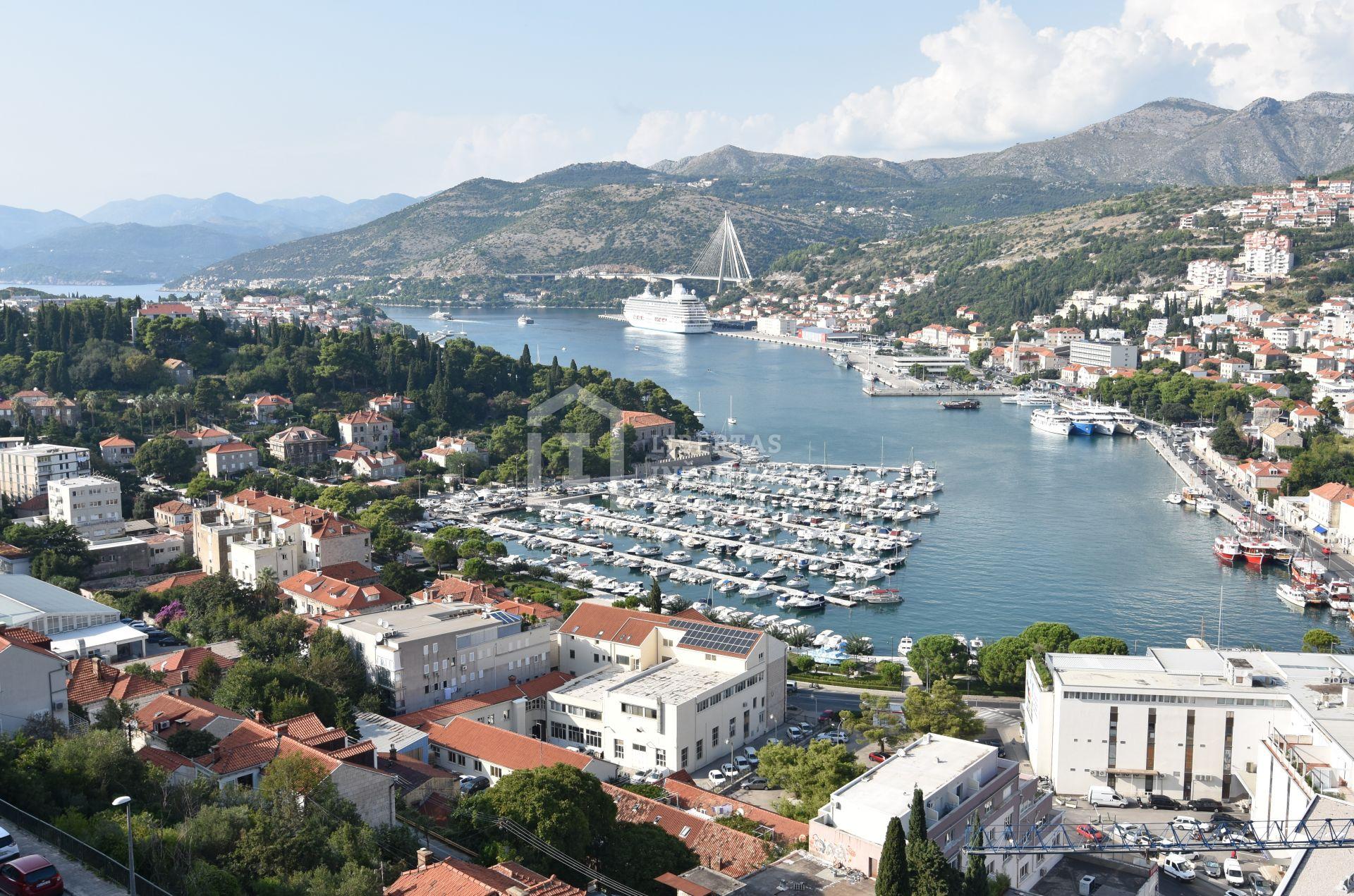 Dvosobni stan u Dubrovniku s pogledom / POTENCIJAL