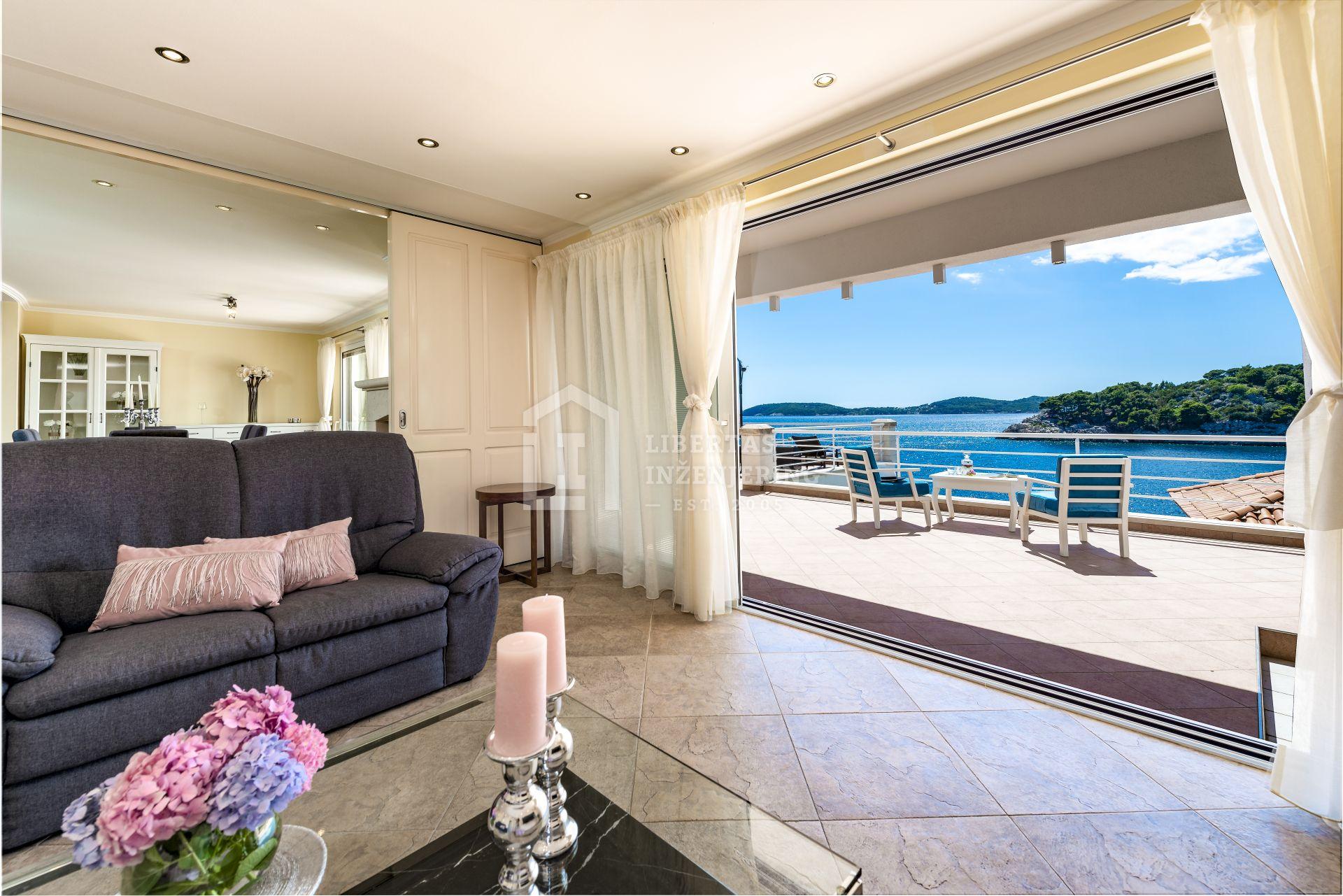 Luksuzna vila s pogledom na more / PRVI RED DO MORA