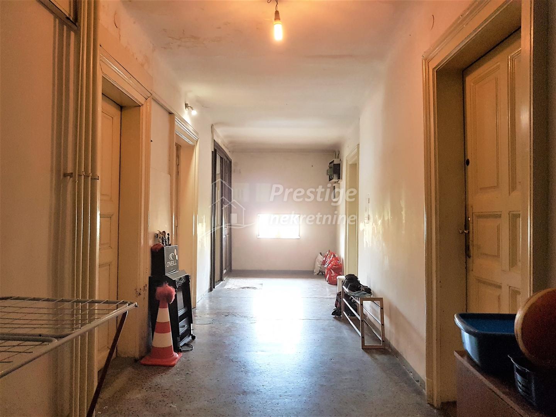 Stan u zgradi Glavnog kolodvora 64m2