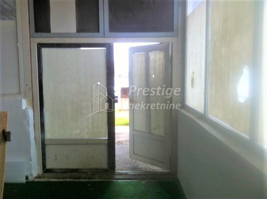 Poslovni prostor: Zagreb (Sesvete),centar , skladišni/radiona, 24 m2