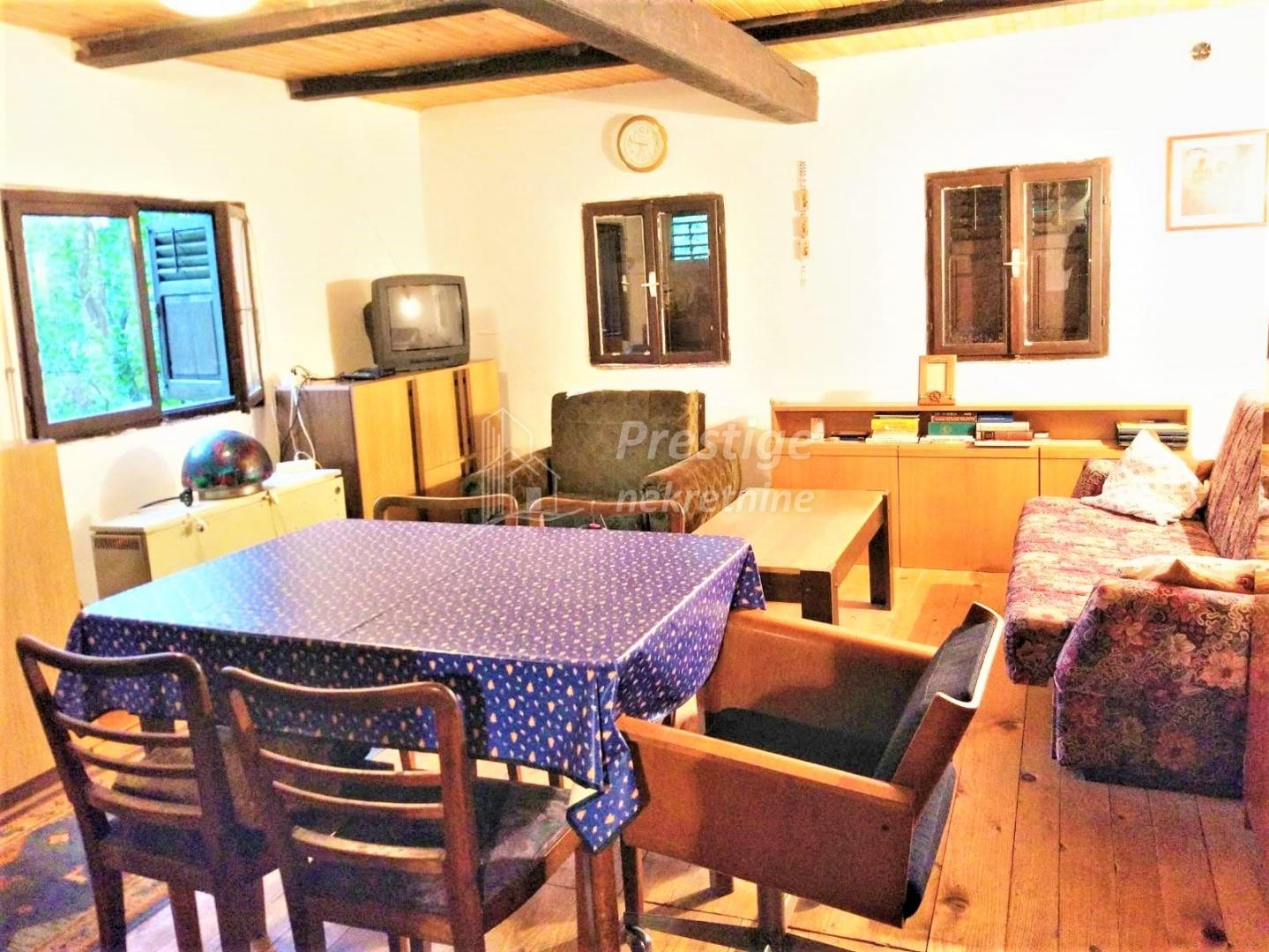 Velika Gorica, vikendica 50 m2 sa velikom okućnicom