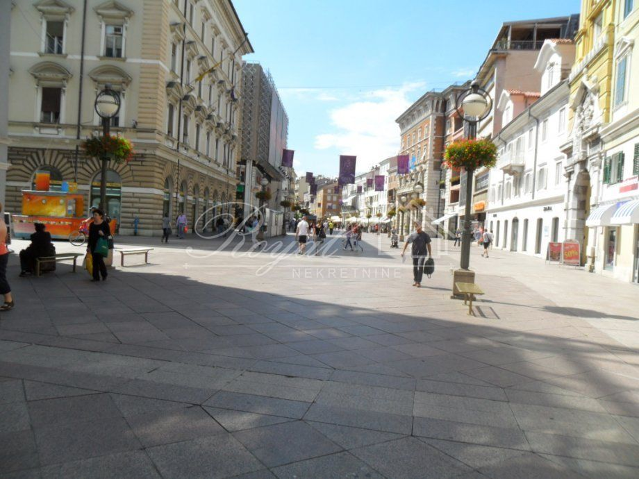 Centar grada, uhodan caffe bar uz otkup inventara