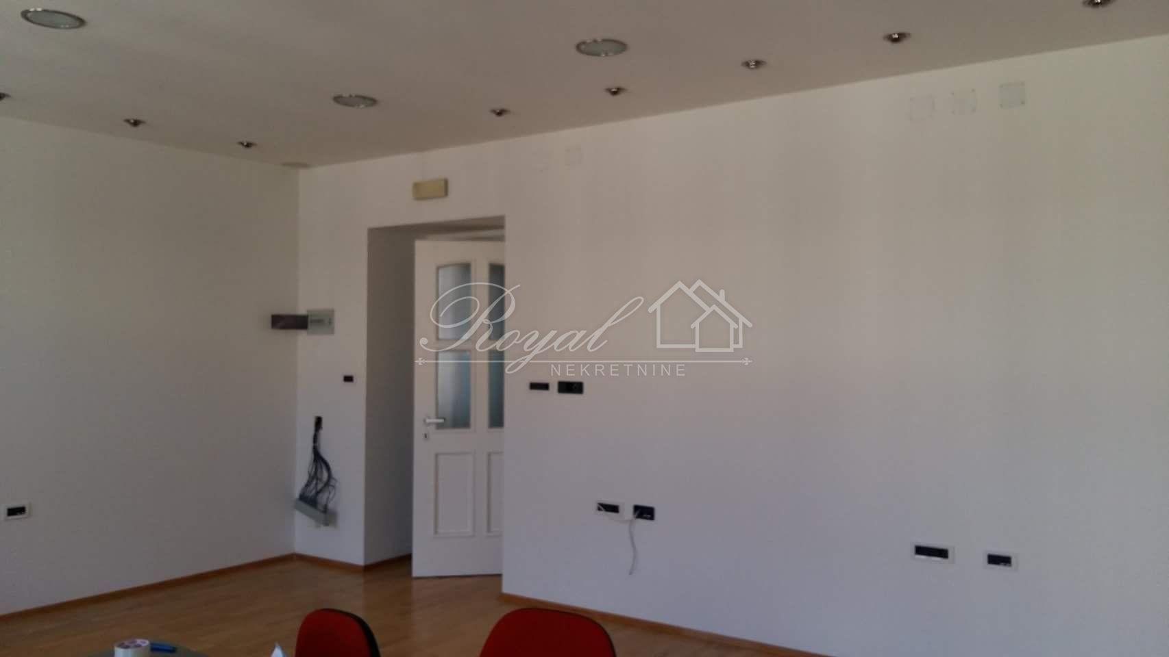 Centar, poslovni prostor, 150m2, 1000€