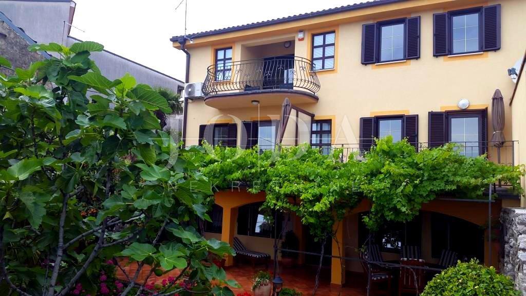 Kuća u centru Crikvenice sa četiri apartmana