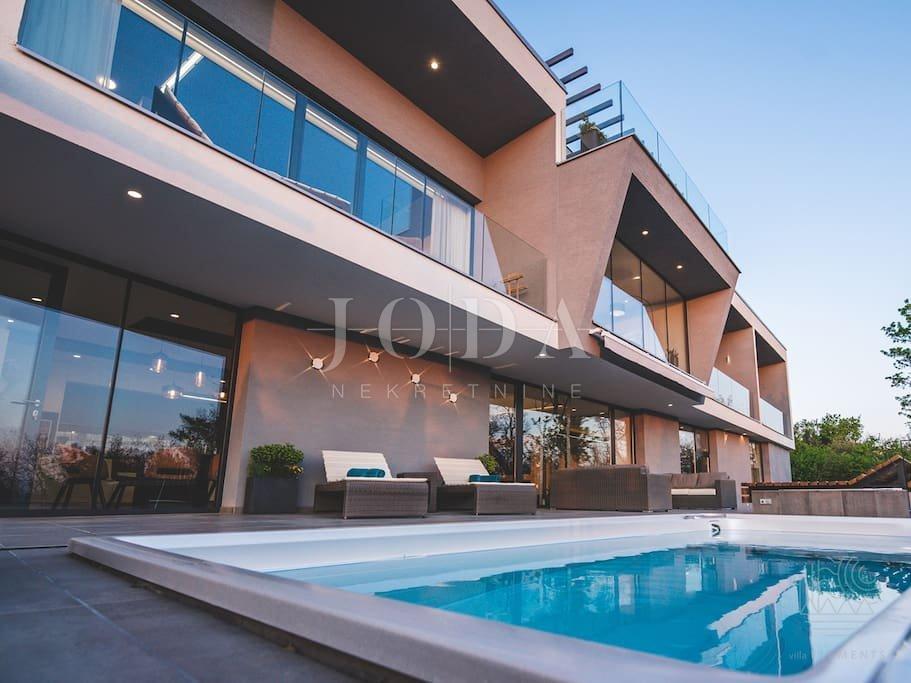 Vila na prodaju