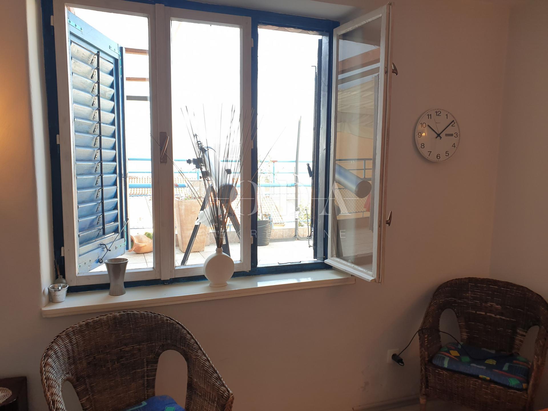 Crikvenica stan u centru sa terasom i pogledom na more!