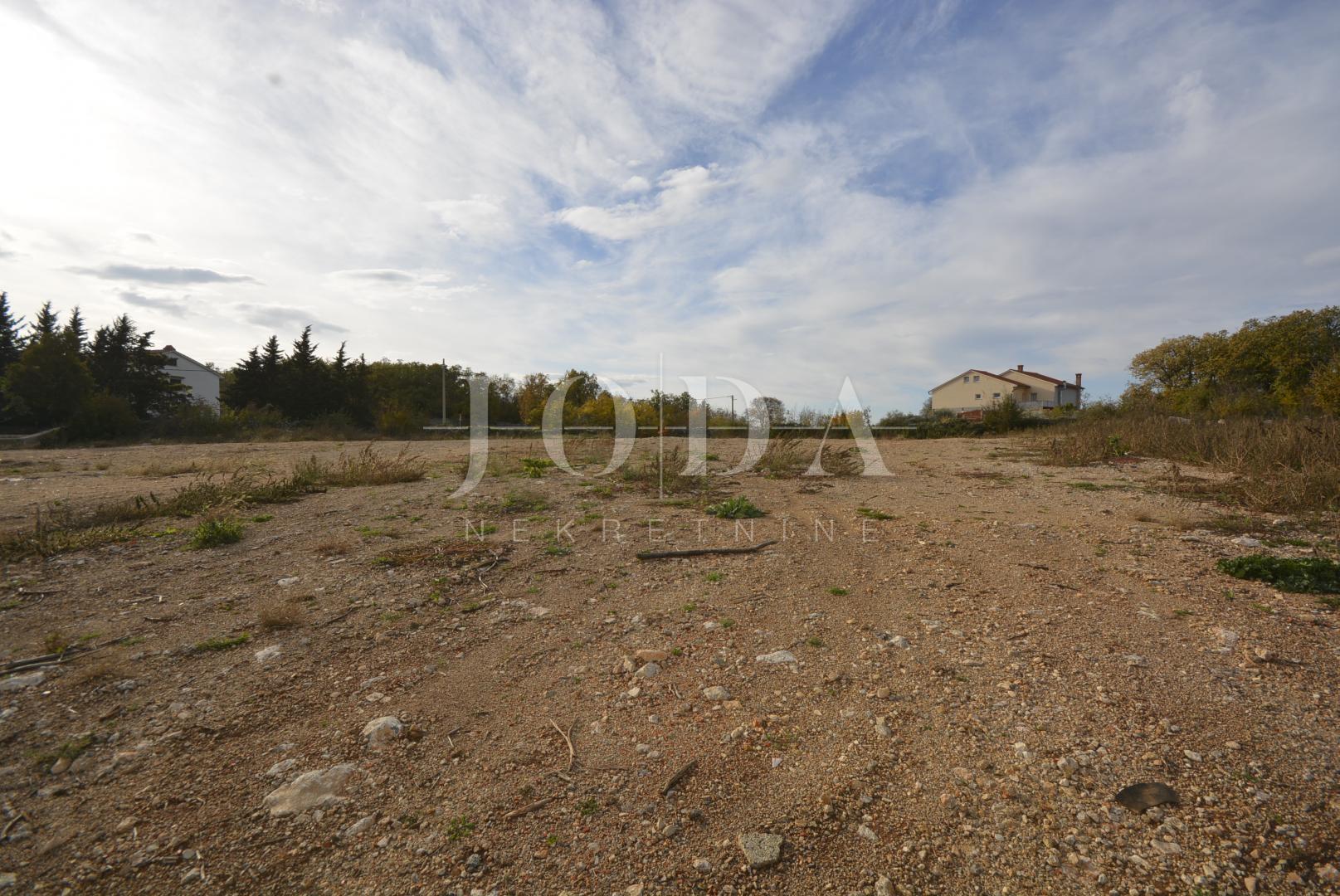 Građevinsko zemljište od 3872 m2