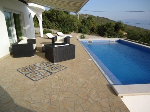 Obiteljska vila sa bazenom