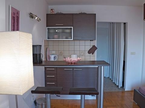 Crikvenica, crni mol dva apartmana na odličnoj lokaciji!