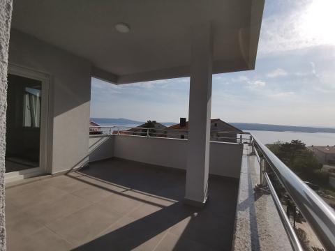 Apartman Crikvenica sa terasom i pogledom na more