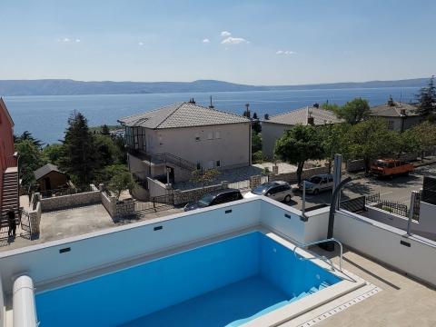 Novi Vinodolski kuća sa bazenom i garažom