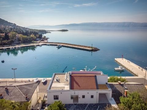 Novi Vinodolski stan prvi red do mora