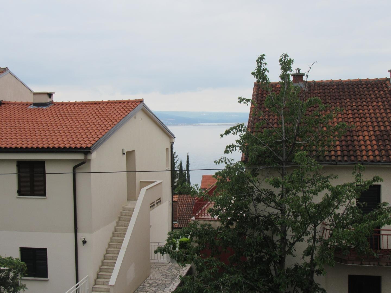 Kuća sa dvorištem i velikom terasom