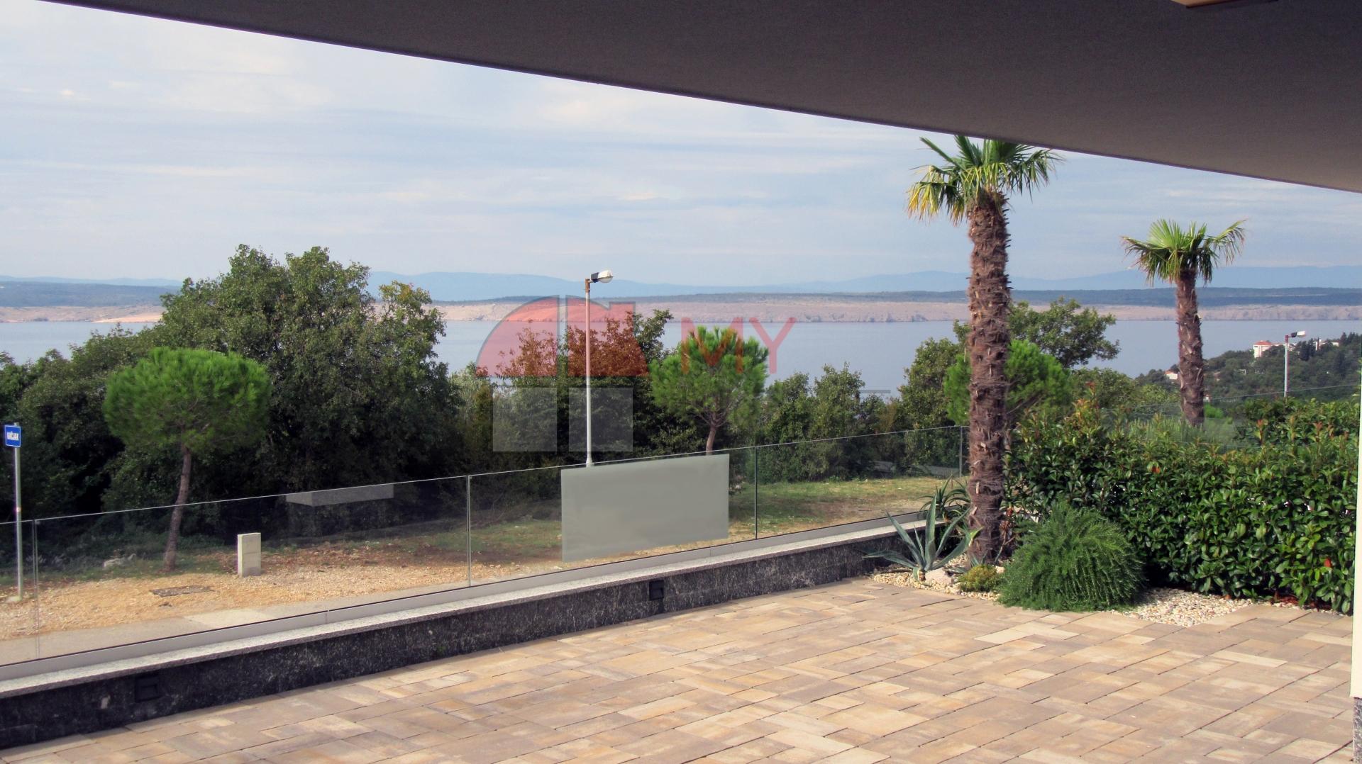 Novogradnja , stan u prizemlju s velikom terasom