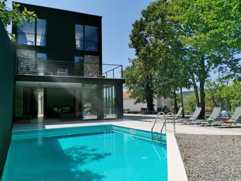 Prekrasna vila sa bazenom