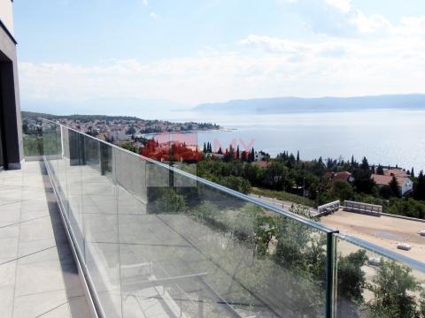 Novogradnja, stan s velikom terasom i pogledom na more