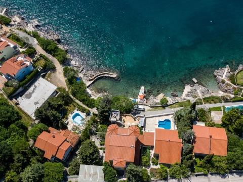 Luxusvilla, erste Reihe zum Meer