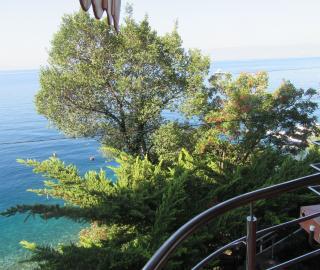Crikvenica, Oštro kuća uz samo more