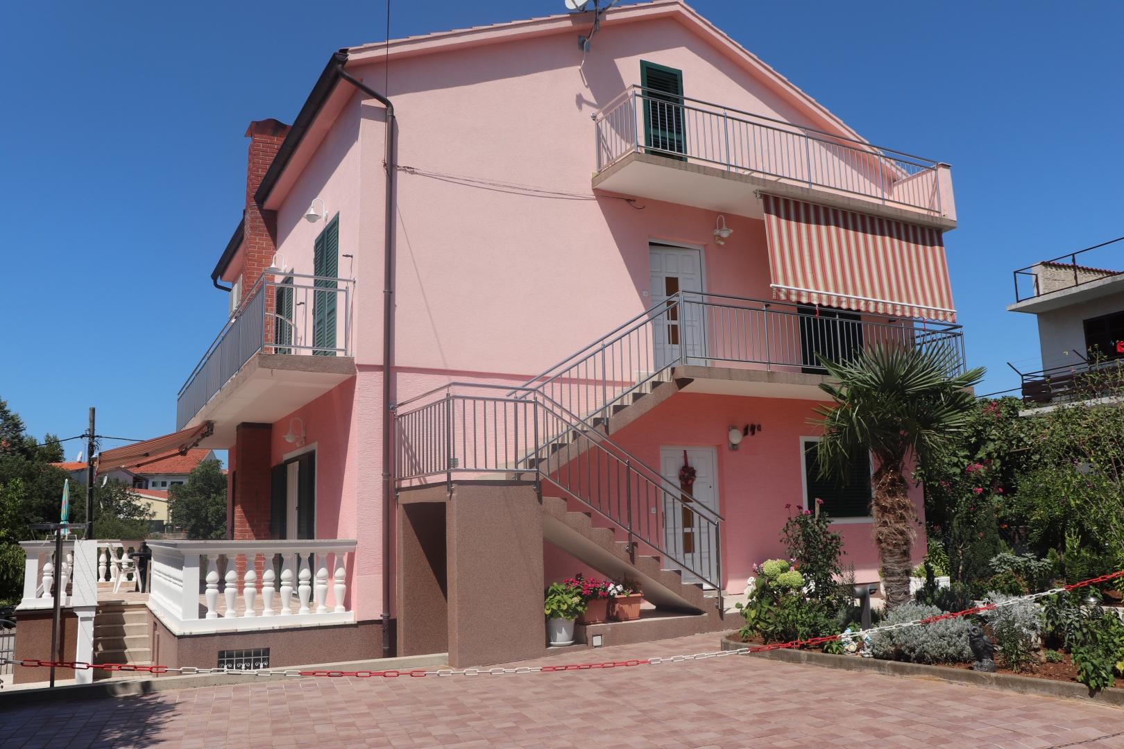 Kuća u mirnom kvartu, u blizini plaže