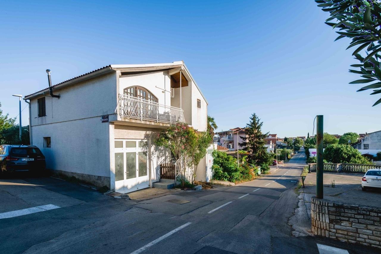 Kuća u širem centru Vodica-152m2