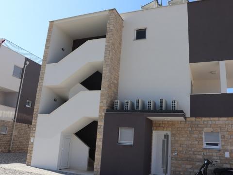 Zgrada s više stambenih jedinica u Tribunju