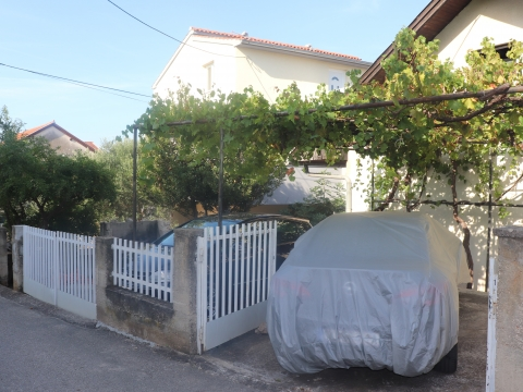 Dvojna kuća u Vodicama u blizini plaže i centra
