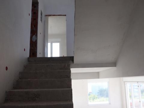 Kuća s panoramskim pogledom i bazenom u Vodicama