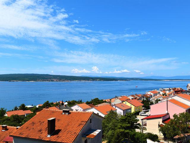 CRIKVENICA - NOVOGRADNJA - odličan apartman sa terasom i panoramskim pogledom na more