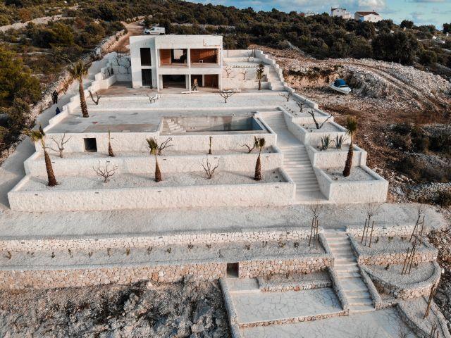 KUĆA (roh-bau) - uz obalu