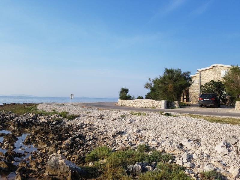 Kamena kuća prvi red do mora