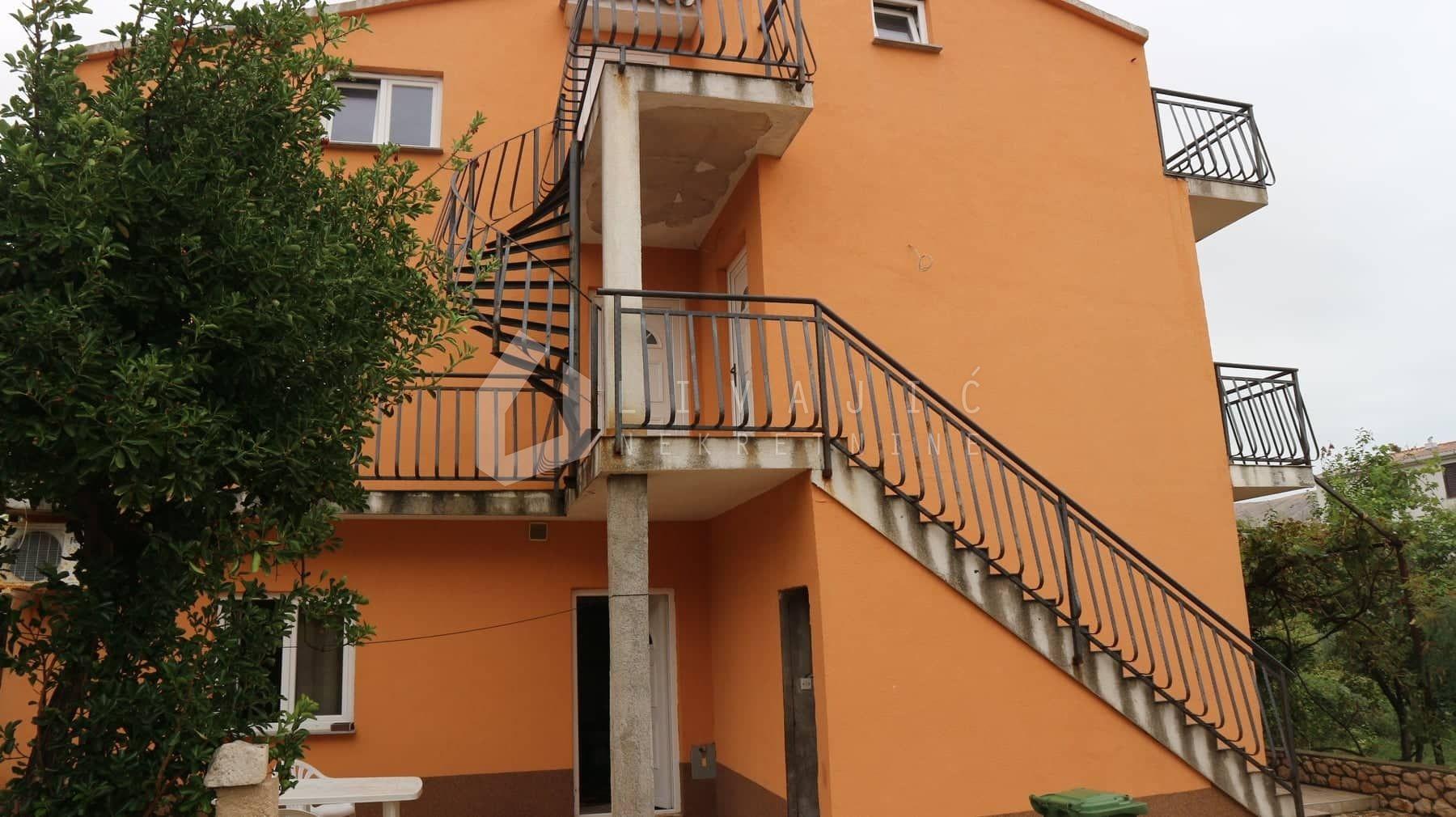 Samostojeća kuća s 4 apartmana - centar Paga!
