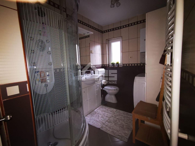 Stan u potkrovlju stambene zgrade u ulici Petra i Tomislava Erdodyja