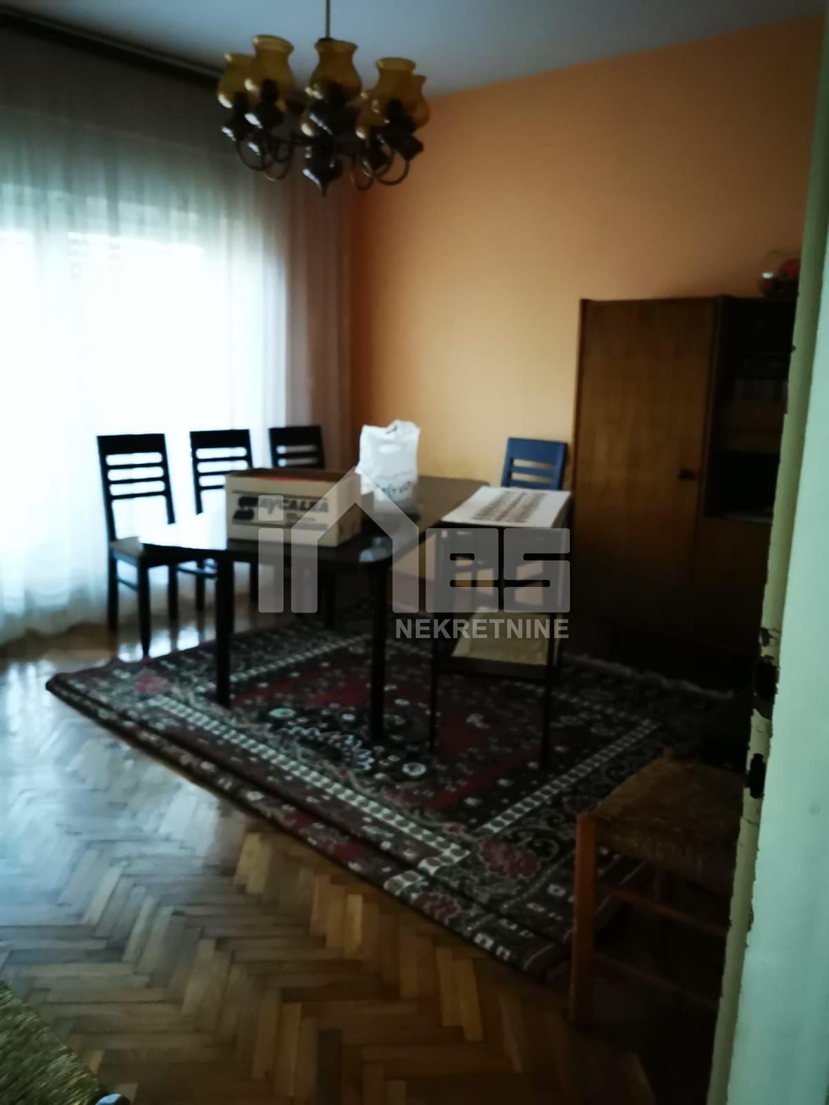 Kuća sa garažom za adaptaciju u Zaprešiću