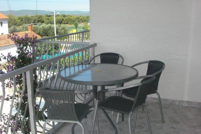 Prodaje se Apartmanska kuća u Biogradu na Moru sa 6 Apartmana i jednom sobom za iznajmljivanje