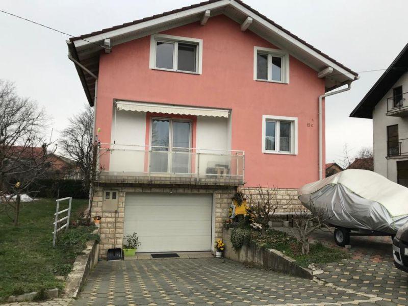 Samostojeća kuća sa nadstrešnicom i garažom