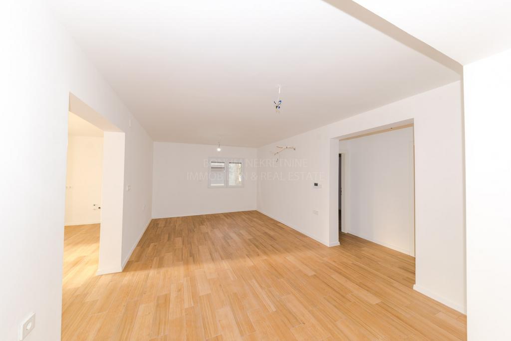 Kopija od Tribunj, atraktivan apartman u prizemlju s velikom terasom