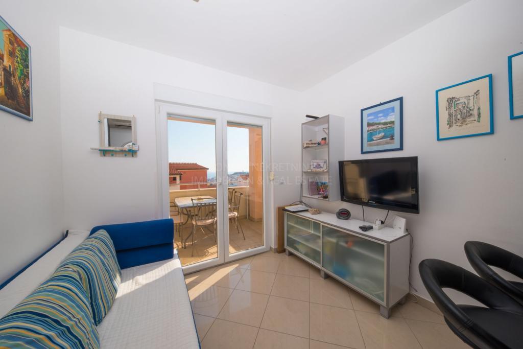 Primošten, privlačno opremljeno stanovanje s čudovitim pogledom na morje