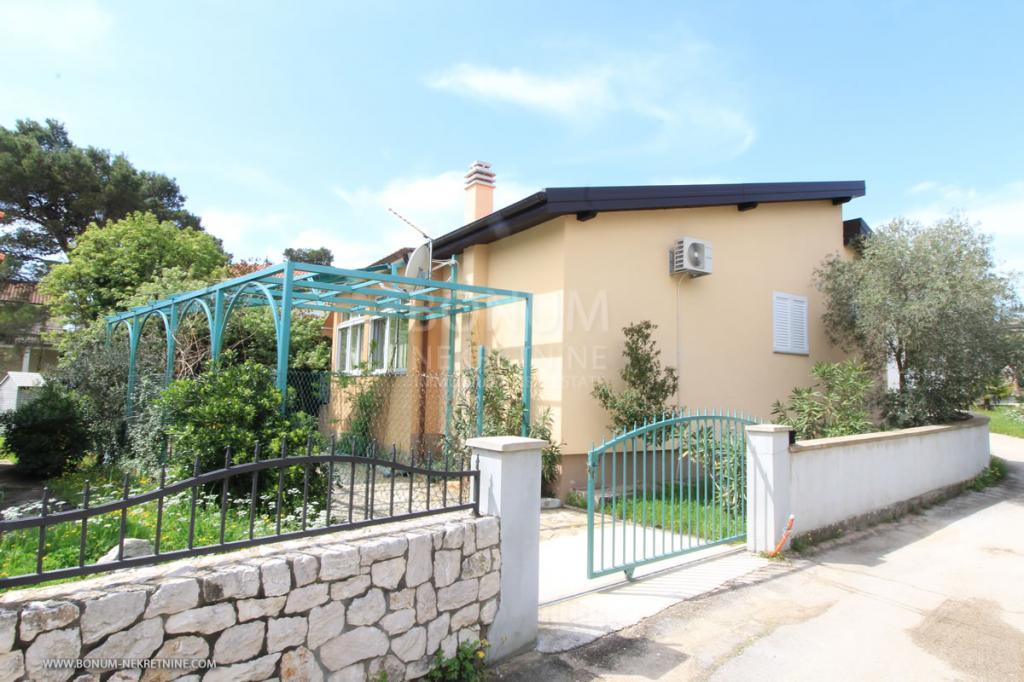 Šibenik, Jadrija, lepa, udobna samostojna hiša v bližini plaže