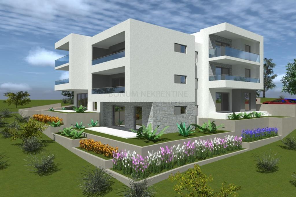 Luksuzen apartma z vrtom, 50 m od morja in lepo urejenih plaž