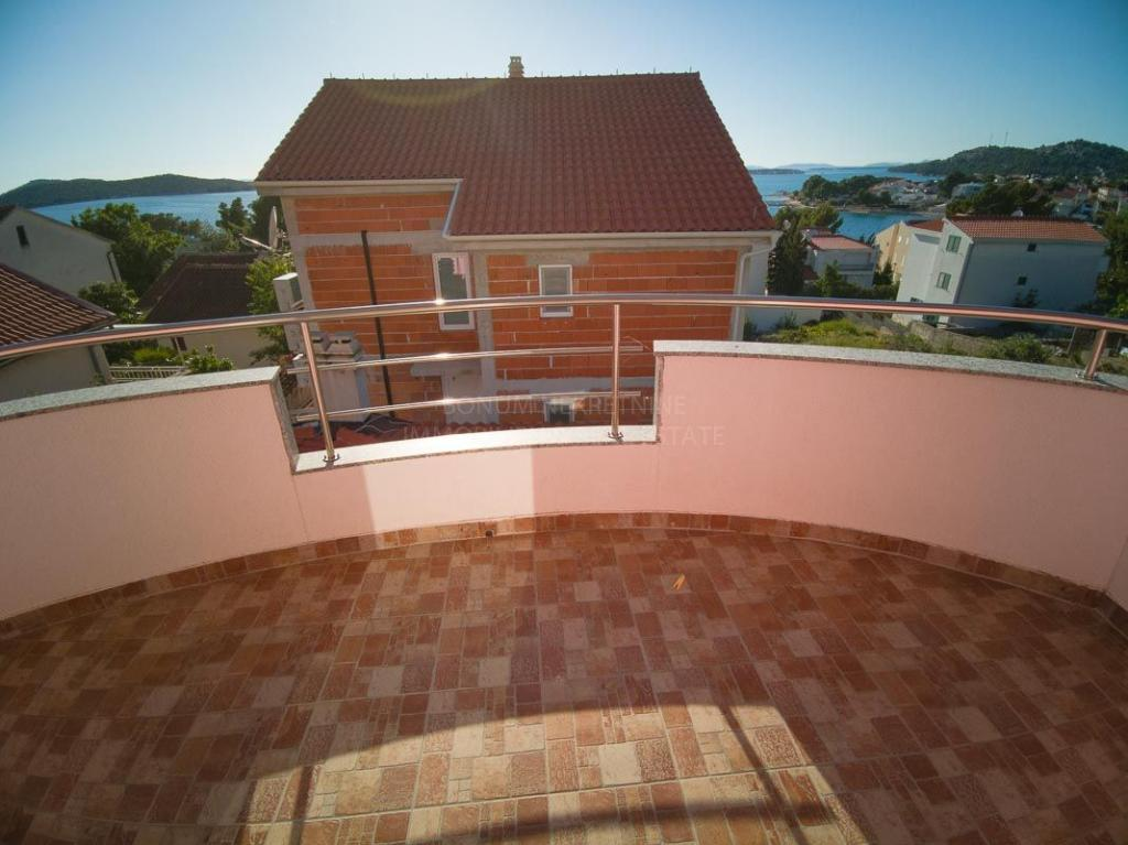 Žaborić, Šibenik, atraktivan dvosoban apartman blizu plaže