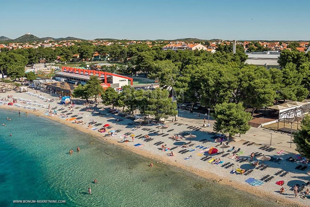 Vodice, Hrvaška luksuzni dupleks apartma ob plaži