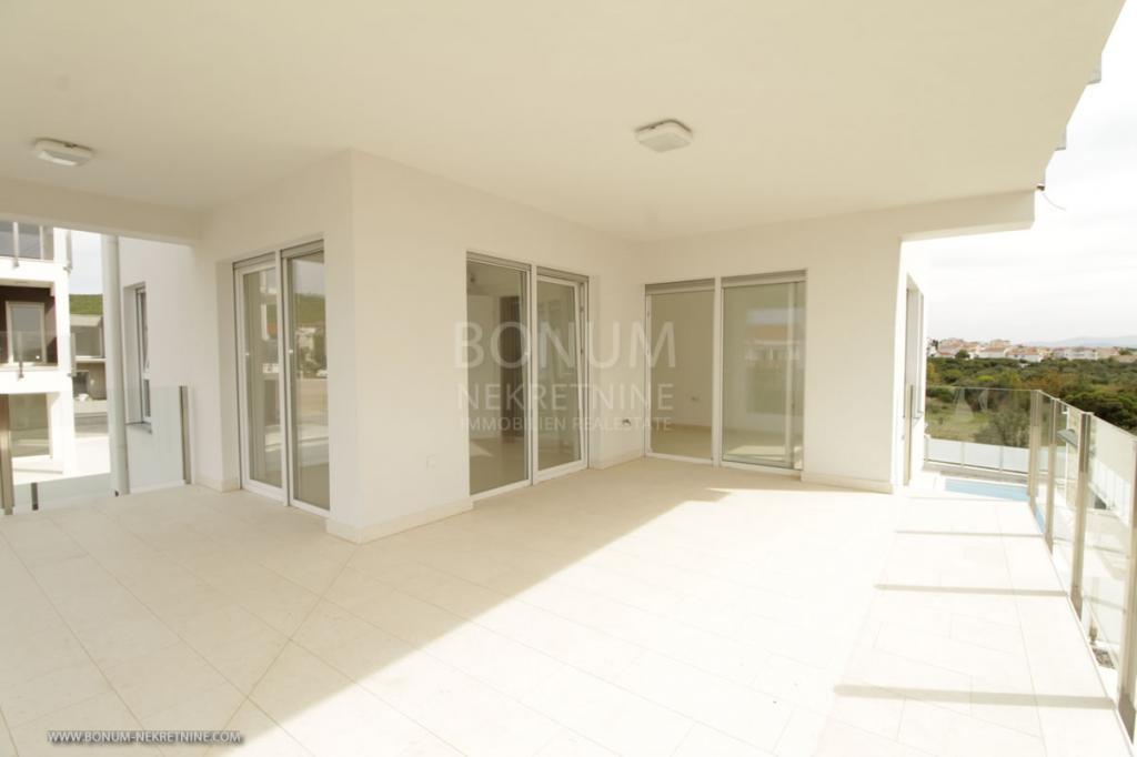 Luksuzni dupleks apartma z bazenom in pogledom na morje v Tribunju