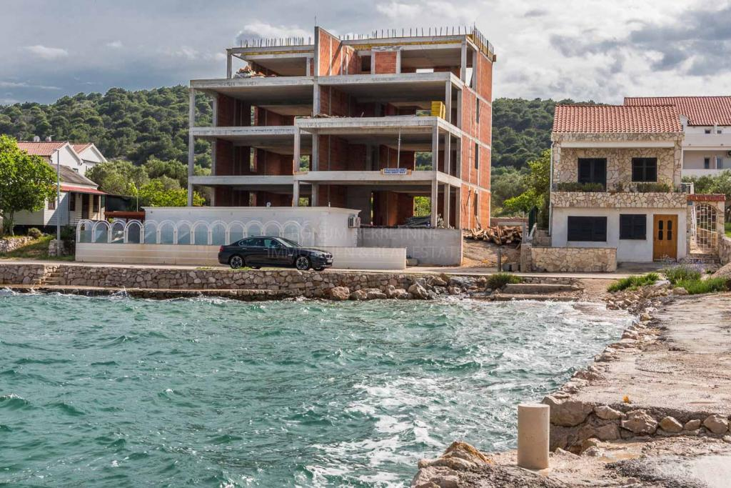 New building, first row to the sea, luxury apartment with beautiful views