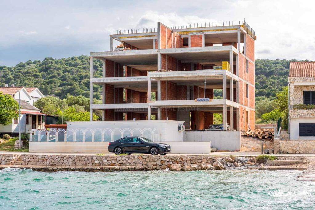 Top location, new building, luxury apartment first row to the sea