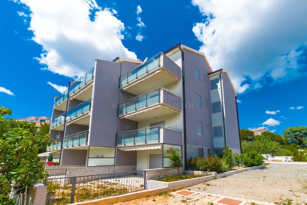Vodice, apartma s pogledom na morje v bližini centra in morja