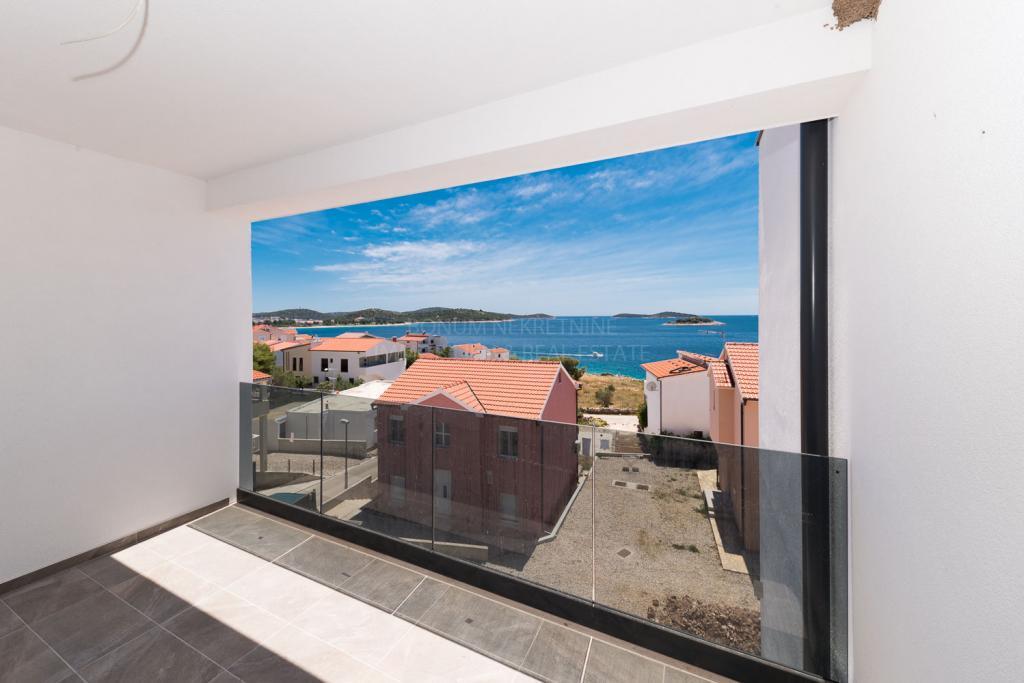 Rogoznica, novogradnja, privlačen apartma s čudovitim pogledom na morje