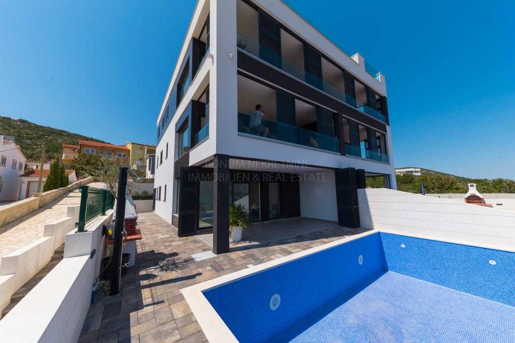 Luxuswohnung im Erdgeschoss mit Pool und wunderschönem Meerblick, Zadar, Kroatien