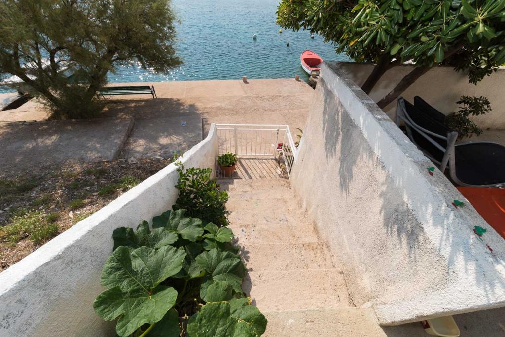 Haus in der ersten Reihe zum Meer, Sibenik