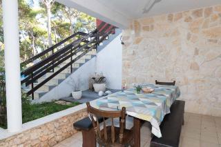 Rogoznica, lijepa samostojeća kuća blizu plaže