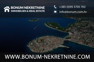 Vodice, detached house with three apartments in a quiet location